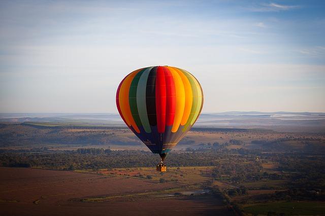 hot-air-ballooning-1247633_640